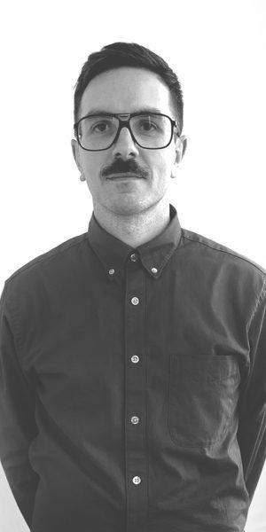 Alberto Merino es el director creativo del estudio y dirige el diseño de catálogos e imagen corporativa.