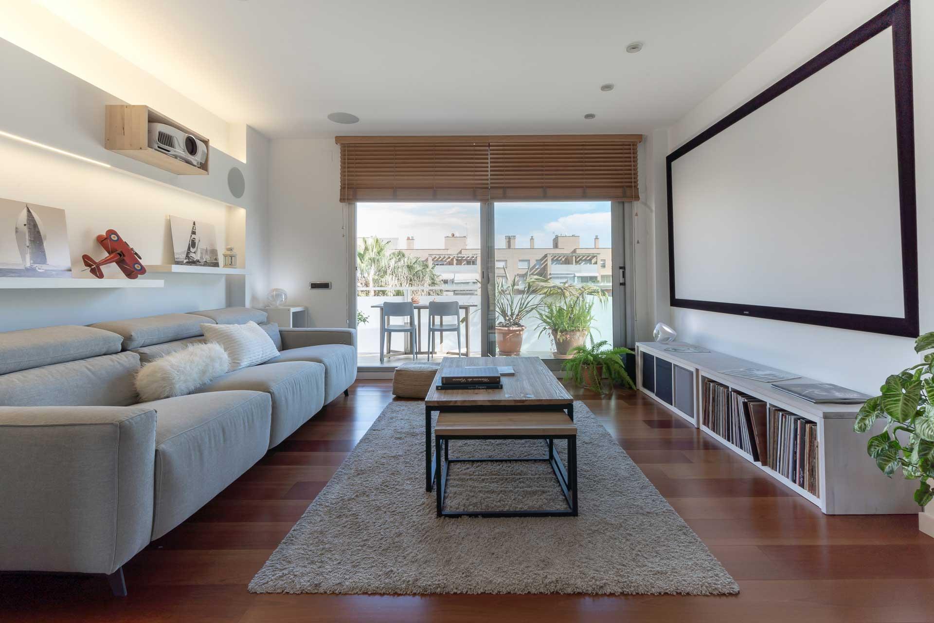 Entre las tendencias de interiorismo que se esperan para 2021 destaca el uso de muebles modulares y los colores neutros.